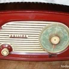 Radios de válvulas: RADIO MARCA PHILIPS PHILETTA BAQUELITA FUNCIONA Y SINTONIZA BIEN COLECCION VER FOTOS. Lote 147709045
