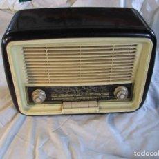 Radios de válvulas: ANTIGUA RADIO DE VÁLBULAS, MARCA INVICTA RADIO, MODELO 5431, ESPAÑA, BAQUELITA, . Lote 102361995