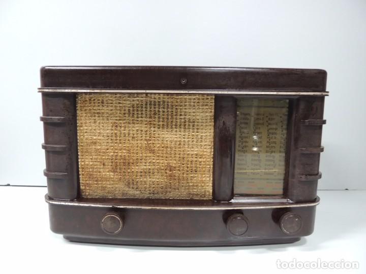 ANTIGUA RADIO DE VÁLVULAS BAQUELITA MARCA PHILIPS AÑOS 50 RARO (Radios, Gramófonos, Grabadoras y Otros - Radios de Válvulas)