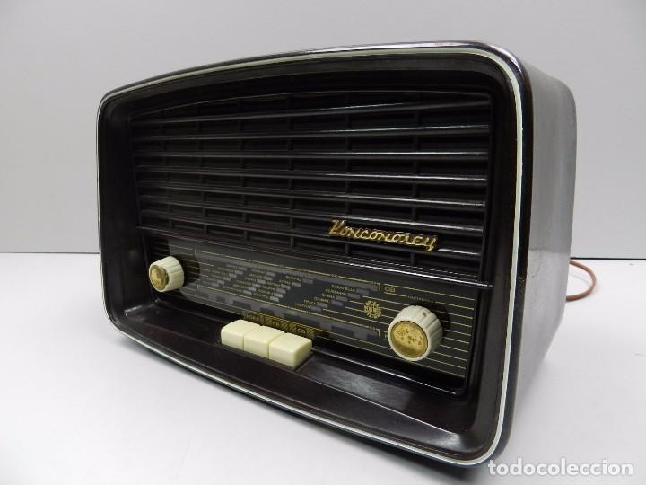 ANTIGUA RADIO DE VÁLVULAS BAQUELITA MARCA KOMSOMOLEC RUSIA USSR (Radios, Gramófonos, Grabadoras y Otros - Radios de Válvulas)