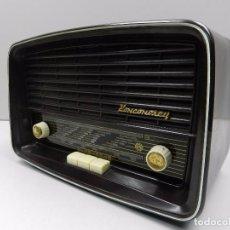 Radios de válvulas: ANTIGUA RADIO DE VÁLVULAS BAQUELITA MARCA KOMSOMOLEC RUSIA USSR. Lote 102401187