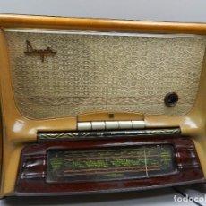 Radios de válvulas: IMPRESIONANTE ANTIGUA RADIO Y TOCADISCOS DE VÁLVULAS MADERA Y BAQUELITA AÑOS 60 USSR RARO . Lote 102401567