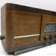 Radios de válvulas: ANTIGUA RADIO DE VÁLVULAS MADERA MARCA PHILIPS AÑOS 50 RARO. Lote 102401619