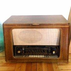 Radios de válvulas: RADIO Y TOCADISCOS BLAUPUNKT. Lote 103632687