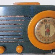 Radios de válvulas: ANTIGUA RADIO FADA BULLET EN BAQUELITA AZUL Y AMARILLO. Lote 104065027