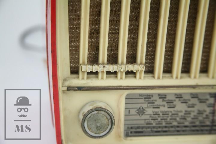 Radios de válvulas: Antigua Radio de Válvulas - Telefunken. Panchito U-1915 - Color Rojo - Años 60 - Foto 2 - 107870946