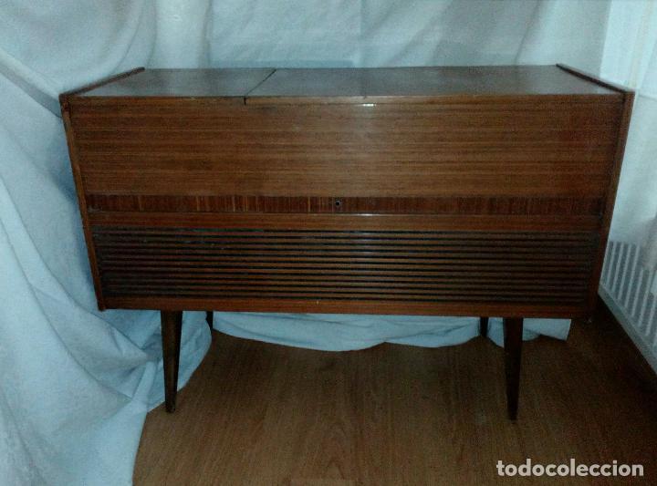 Radios de válvulas: RADIO - TOCADISCOS CON MUEBLE - SONODYNE. - Foto 2 - 107086555