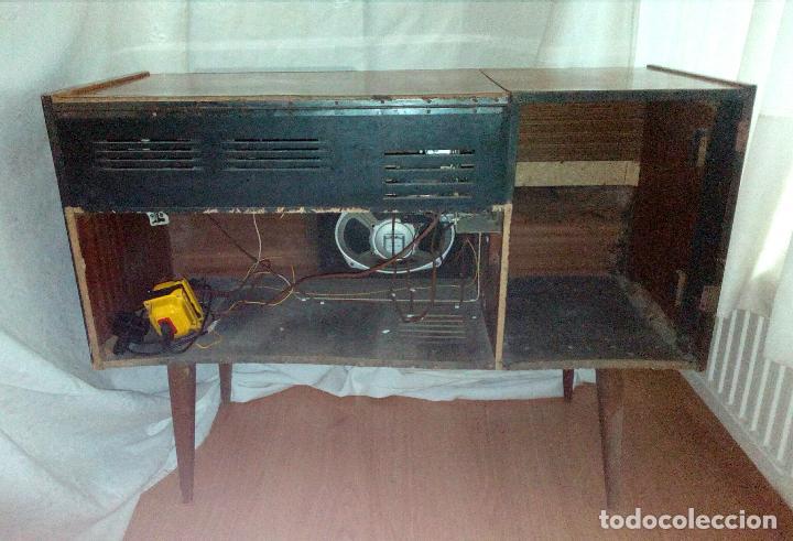 Radios de válvulas: RADIO - TOCADISCOS CON MUEBLE - SONODYNE. - Foto 11 - 107086555