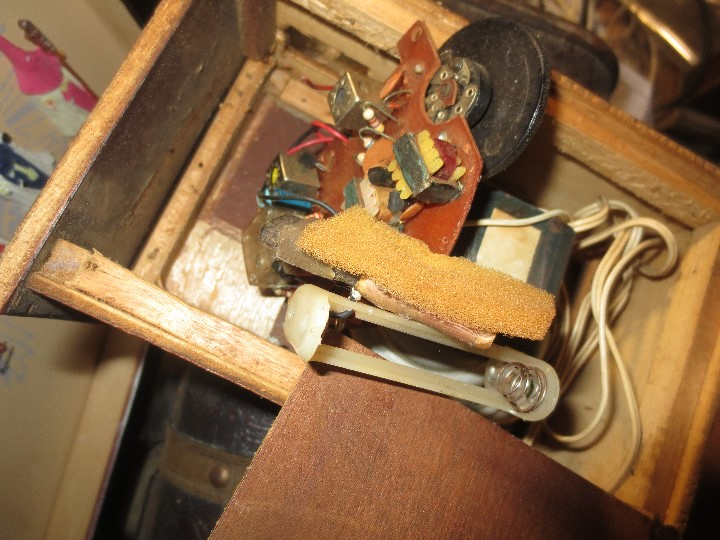 Radios de válvulas: ANTIGUA RADIO ARTESANAL ? MADERA PARA RESTAURAR - Foto 6 - 107138531