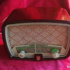 Radios de válvulas: PHILIPS BF 211 U, BAQUELITA, AÑO 1951, EN FUNCIONAMIENTO, VER FOTOS Y VIDEO. Lote 110197707