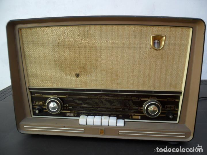 RADIO PHILIPS EN BAQUELITA 220 VOL - FUNCIONANDO - ANTIGUA (Radios, Gramófonos, Grabadoras y Otros - Radios de Válvulas)