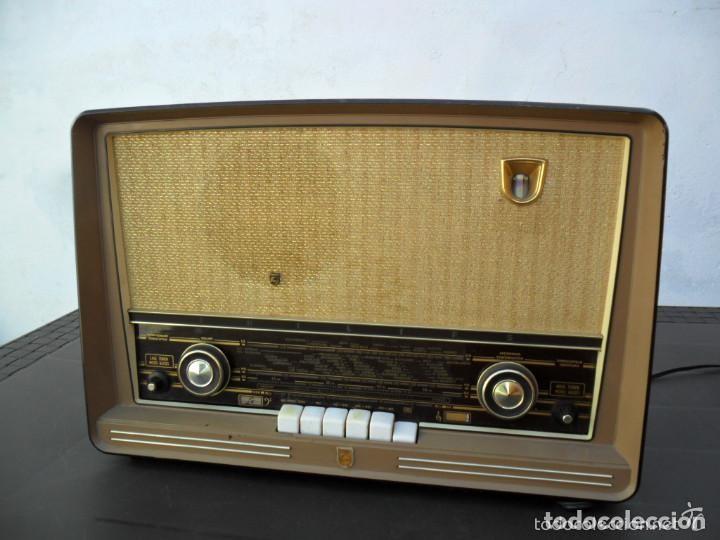 Radios de válvulas: RADIO PHILIPS EN BAQUELITA 220 VOL - FUNCIONANDO - ANTIGUA - Foto 2 - 110307595