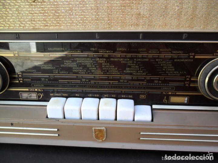 Radios de válvulas: RADIO PHILIPS EN BAQUELITA 220 VOL - FUNCIONANDO - ANTIGUA - Foto 3 - 110307595