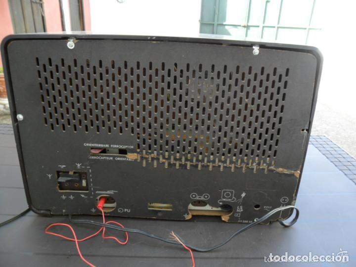 Radios de válvulas: RADIO PHILIPS EN BAQUELITA 220 VOL - FUNCIONANDO - ANTIGUA - Foto 4 - 110307595