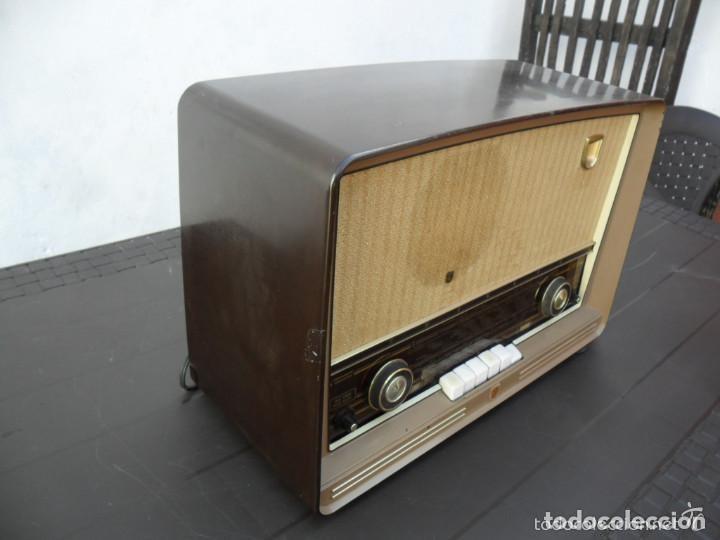 Radios de válvulas: RADIO PHILIPS EN BAQUELITA 220 VOL - FUNCIONANDO - ANTIGUA - Foto 6 - 110307595