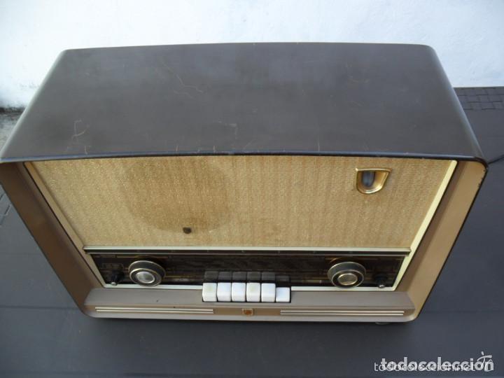 Radios de válvulas: RADIO PHILIPS EN BAQUELITA 220 VOL - FUNCIONANDO - ANTIGUA - Foto 7 - 110307595
