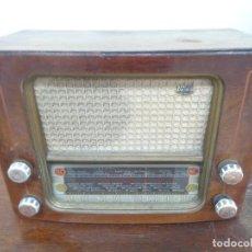 Radios de válvulas: ANTIGUA RADIO DE MADERA. Lote 220482941