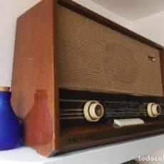 Radios de válvulas: RADIO VÁLVULAS PHILPS EN FUNCIONAMIENTO, NO SINTONIZA PERO ENCIENDE.. Lote 111597459
