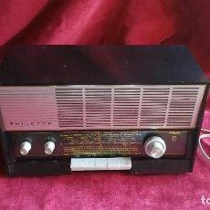 Radios de válvulas: RADIO PHILIPS PHILETTA B2D53A, BITENSION, FM. EXCELENTE ESTADO. Lote 112521243