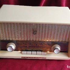 Radios de válvulas: RADIO PHILIPS PHILETTA B2D33A, BITENSION, FM. EXCELENTE ESTADO Y FUNCIONAMIENTO (VIDEO). Lote 126036503