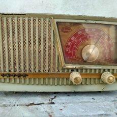 Antigua radio de valvulas para reparar o decoracion