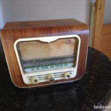 Radios de válvulas: PEQUEÑA RADIO MARCA VICSON. FUNCIONANDO A 125V. Lote 113329320