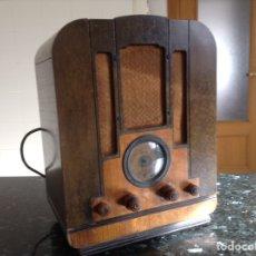 Radios de válvulas: RADIO CAPILLA RCA. MODELO 122. FUNCIONANDO. MEDIDAS EN CMS ( 34X24 X 44). Lote 114087499