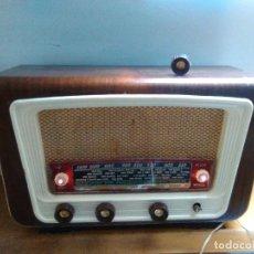 Radios de válvulas: RADIO ANTIGUA A VALVULAS FUNCIONA. Lote 114304103