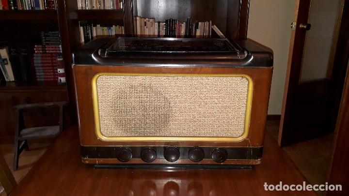 Radios de válvulas: Radio de válvulas antigua marca invicta mod. 243 - Foto 2 - 114613763