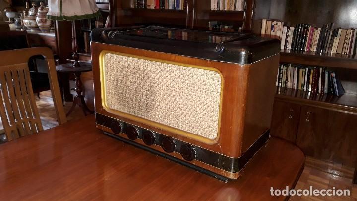 Radios de válvulas: Radio de válvulas antigua marca invicta mod. 243 - Foto 4 - 114613763