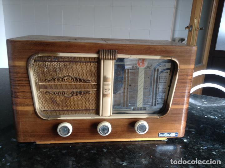 RADIO VINIX CARCASA MADERA MIDE EN CMS (42X23X24). FUNCIONA A 125 Y 220V (Radios, Gramófonos, Grabadoras y Otros - Radios de Válvulas)