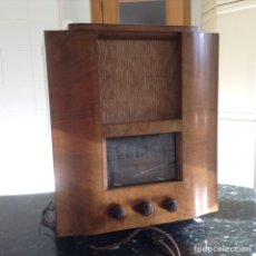 Radios de válvulas: RADIO EN MADERA. MID EN CMS (45X32X55). NO FUNCIONA. Lote 115100804