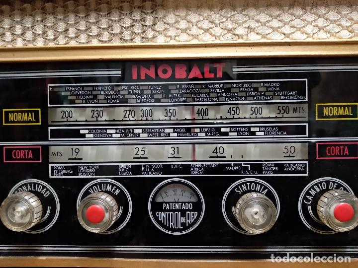 Radios de válvulas: GRAN RADIO CON TOCADISCOS DE LA MARCA INOBALT - MUY BIEN CONSERVADA - MADERA NOBLE - ALTO 47 CM - Foto 3 - 115445107