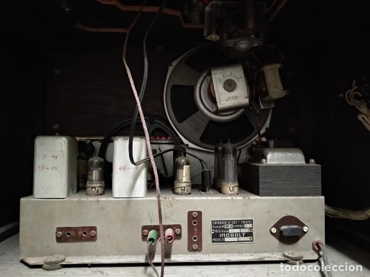 Radios de válvulas: GRAN RADIO CON TOCADISCOS DE LA MARCA INOBALT - MUY BIEN CONSERVADA - MADERA NOBLE - ALTO 47 CM - Foto 10 - 115445107