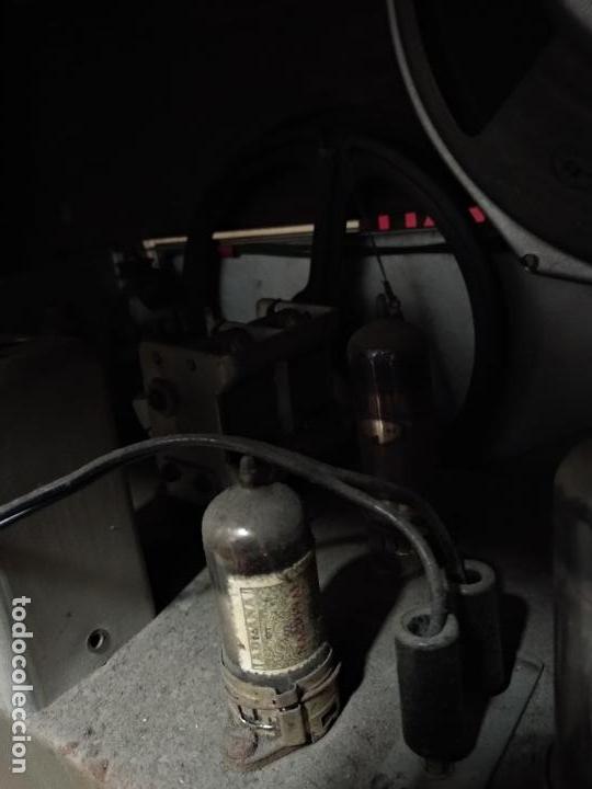 Radios de válvulas: GRAN RADIO CON TOCADISCOS DE LA MARCA INOBALT - MUY BIEN CONSERVADA - MADERA NOBLE - ALTO 47 CM - Foto 13 - 115445107