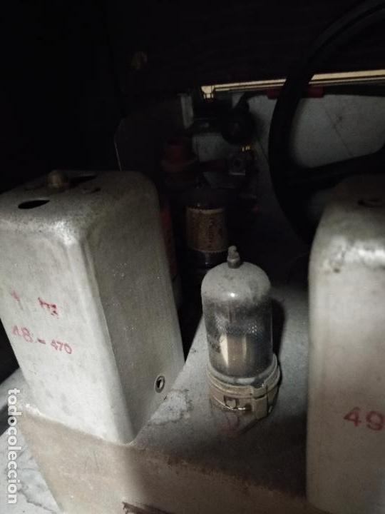 Radios de válvulas: GRAN RADIO CON TOCADISCOS DE LA MARCA INOBALT - MUY BIEN CONSERVADA - MADERA NOBLE - ALTO 47 CM - Foto 14 - 115445107