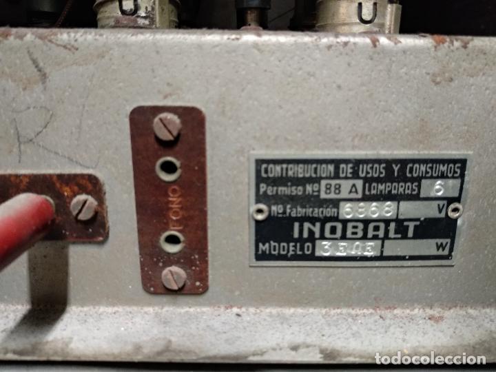 Radios de válvulas: GRAN RADIO CON TOCADISCOS DE LA MARCA INOBALT - MUY BIEN CONSERVADA - MADERA NOBLE - ALTO 47 CM - Foto 15 - 115445107