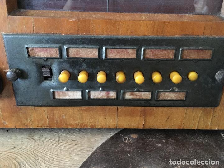 Radios de válvulas: RADIO PYE SOBREMESA. CON PRESINTONIA. INGLATERRA 1938. 220V - Foto 3 - 116295171
