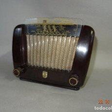 Radios de válvulas: ANTIGUA RADIO DE VÁLVULAS EN BAQUELITA DE LA CASA PHILIPS - AÑO 1940S.. Lote 116295239