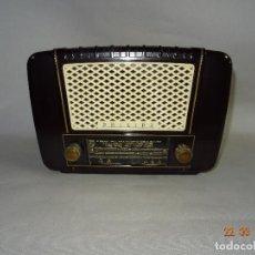 Radios de válvulas: ANTIGUA RADIO DE VÁLVULAS EN BAQUELITA DE LA CASA PHILIPS - AÑO 1940S.. Lote 116295427