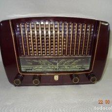 Radios de válvulas: ANTIGUA RADIO DE VÁLVULAS EN BAQUELITA DE LA CASA PHILIPS - AÑO 1940S.. Lote 116295527