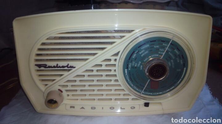 PEQUEÑA RADIO RADIOLA.FUNCIONANDO (Radios, Gramófonos, Grabadoras y Otros - Radios de Válvulas)