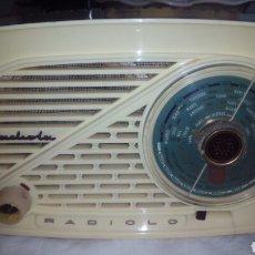 Radios de válvulas: PEQUEÑA RADIO RADIOLA.FUNCIONANDO. Lote 116815447