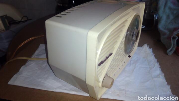 Radios de válvulas: Pequeña Radio Radiola.Funcionando - Foto 7 - 116815447