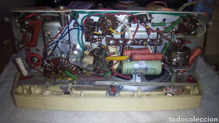 Radios de válvulas: Pequeña Radio Radiola.Funcionando - Foto 13 - 116815447