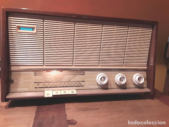 ANTIGUA RADIO VÁLVULAS PHILLIPS, FUNCIONANDO, MADERA. (Radios, Gramófonos, Grabadoras y Otros - Radios de Válvulas)