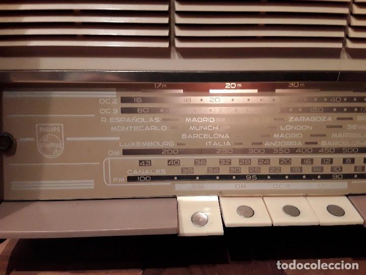 Radios de válvulas: Antigua radio válvulas phillips, funcionando, madera. - Foto 3 - 116989147