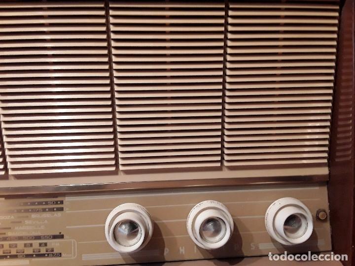 Radios de válvulas: Antigua radio válvulas phillips, funcionando, madera. - Foto 5 - 116989147