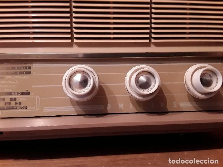 Radios de válvulas: Antigua radio válvulas phillips, funcionando, madera. - Foto 6 - 116989147