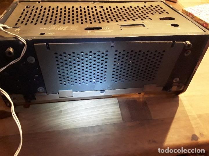 Radios de válvulas: Antigua radio válvulas phillips, funcionando, madera. - Foto 12 - 116989147